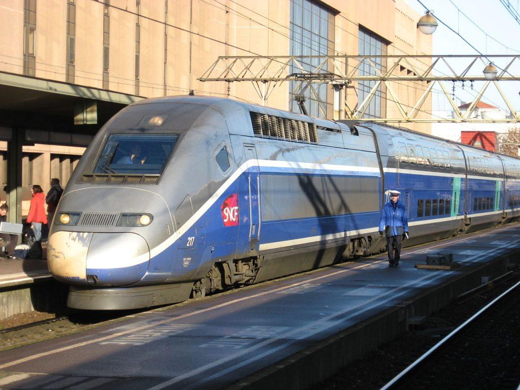 1280px-Lyon_Part-Dieu_TGV_Duplex
