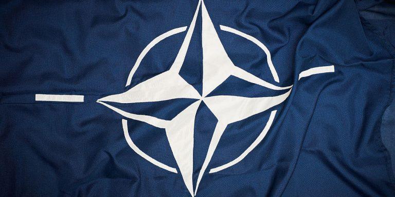 drapeau-otan-melenchon
