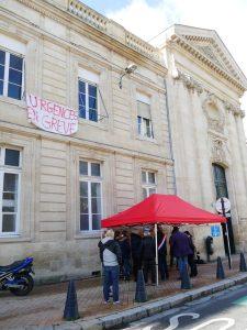 Piquet de grève devant les urgences