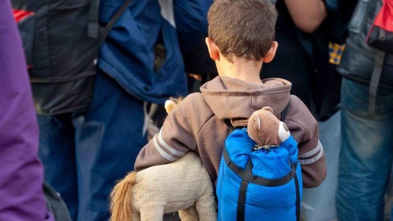 Enfant migrant pour un accueil digne