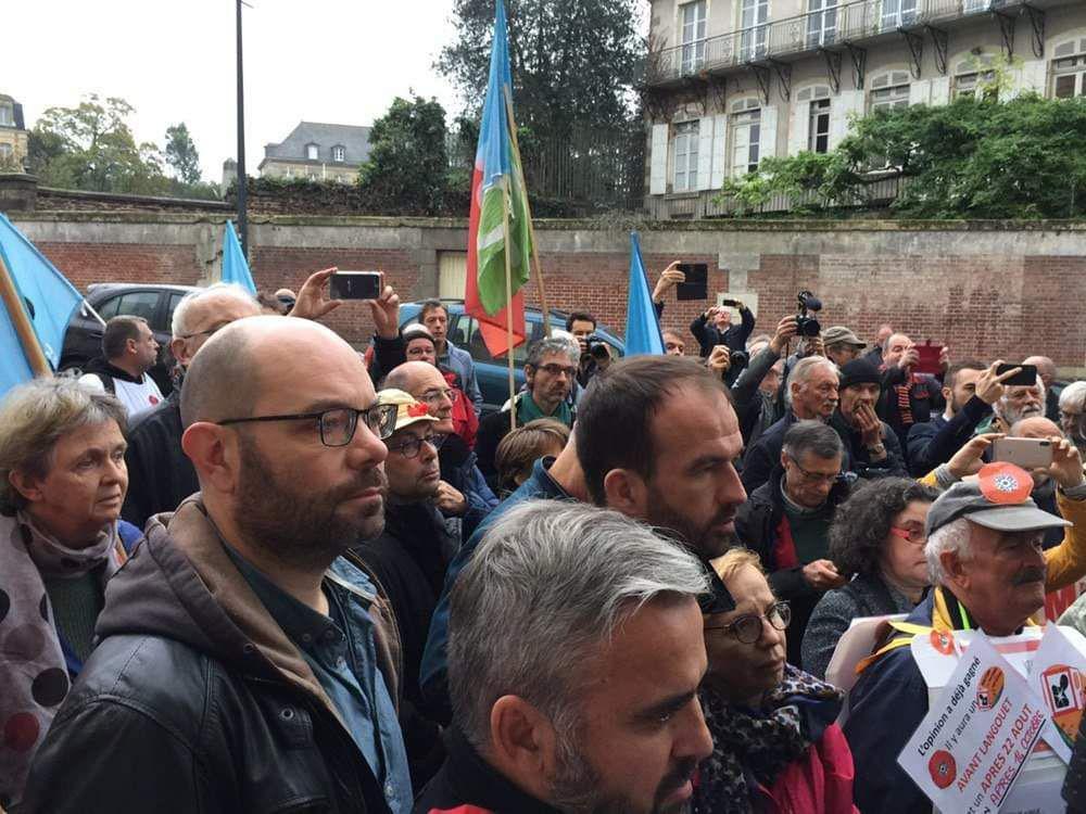 Les insoumis présents pour soutenir Daniel Clueff à Rennes
