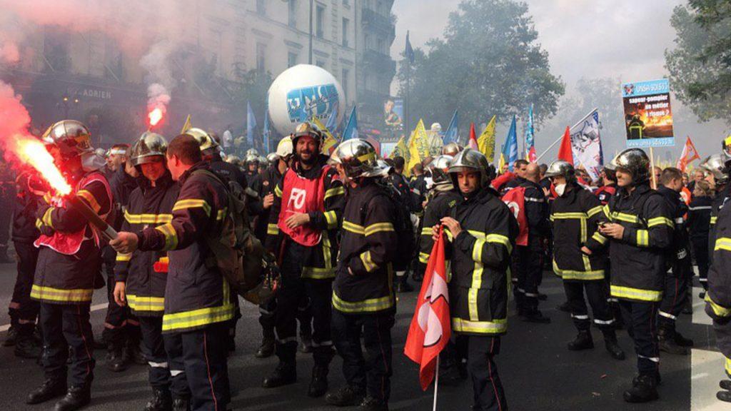 un groupe de pompiers lors d'une manifestation
