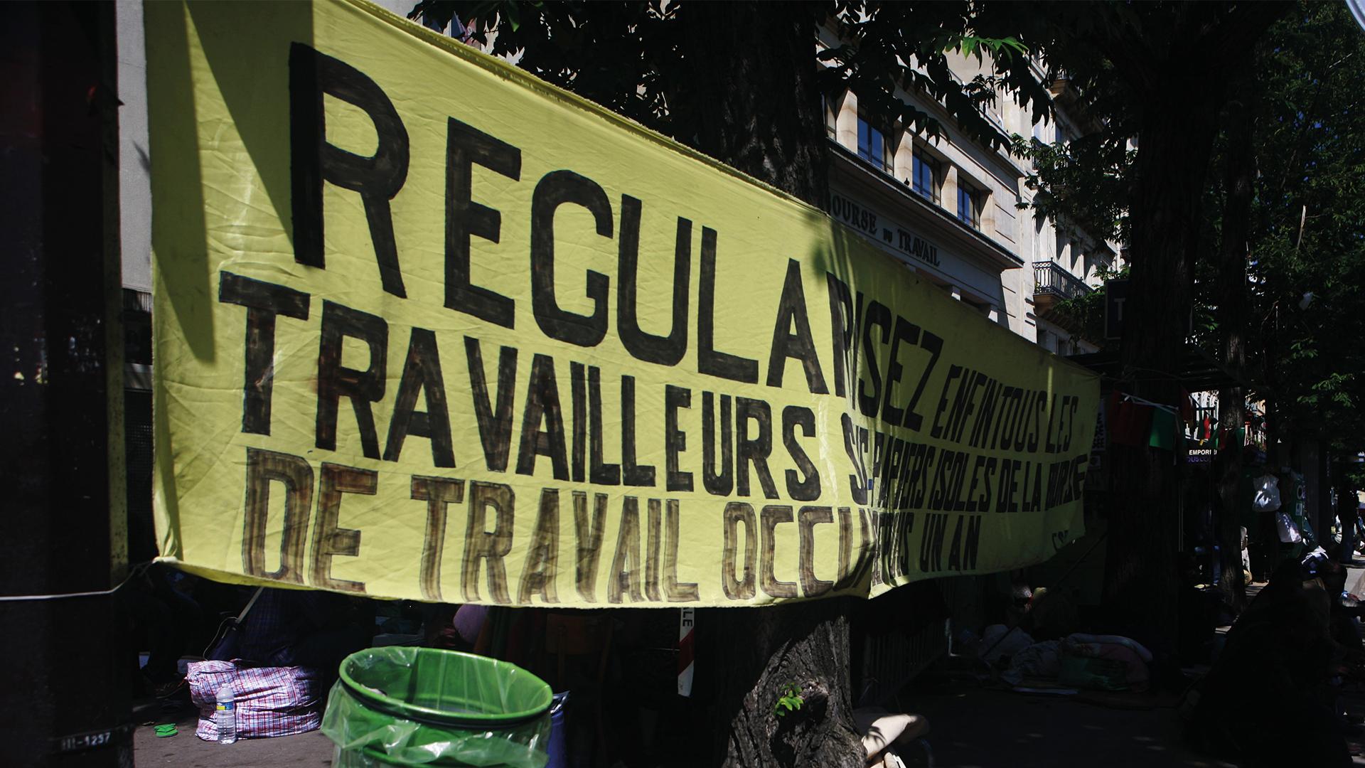 Banderole pour la régularisation des sans-papiers